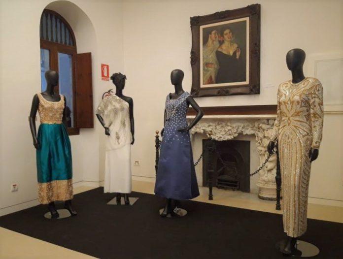 La exposición 'Vísteme. De la alta costura al arte' revoluciona La Línea
