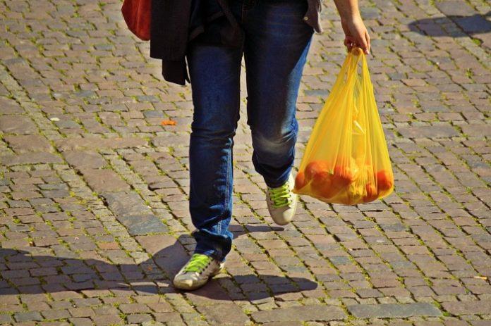 Cádiz amplía las comidas a domicilio para mayores y dependientes