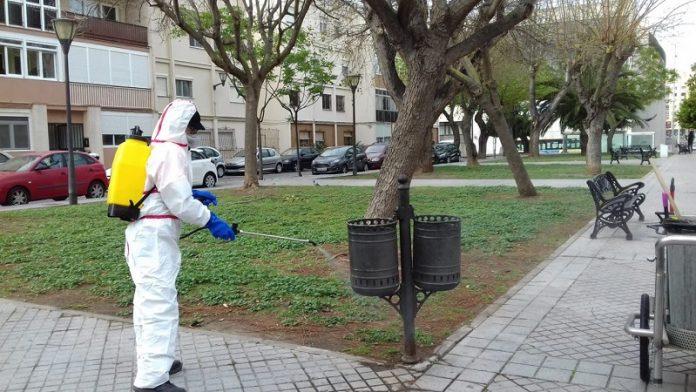 Cádiz acomete servicios extraordinarios de desinfección y limpieza en sus barrios
