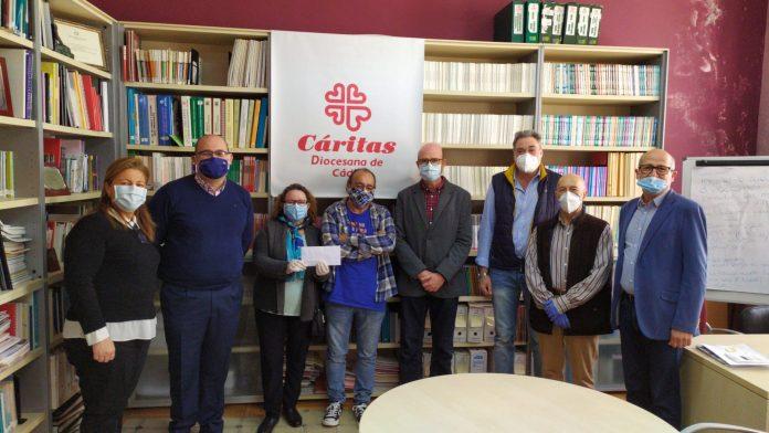 Donación conjunta de las cofradías y hermandades del Miércoles Santo a familias gaditanas