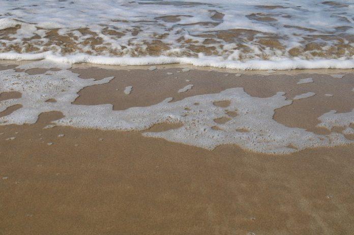 Desalojan en menos de 45 minutos la playa de Santa María del Mar