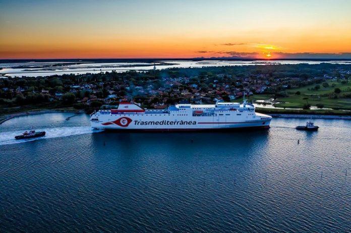 El ferry 'Ciudad de Valencia' se une este mes a la línea Cádiz-Canarias