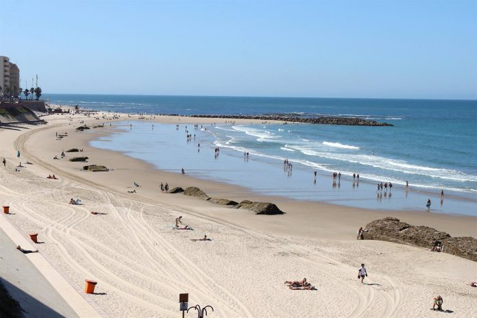 Playa urbana en Cádiz capital.