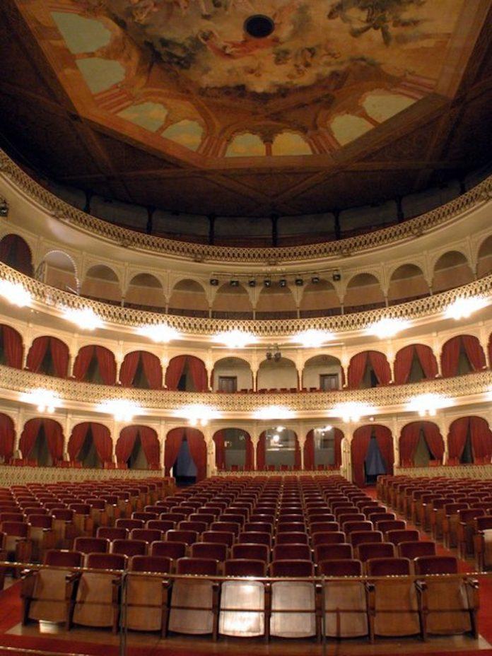 Cádiz suspende las galas de Carnaval previstas para febrero en el Teatro Falla