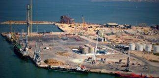 El Puerto de Cádiz comienza a colocar las mallas de protección en las pantallas de La Cabezuela