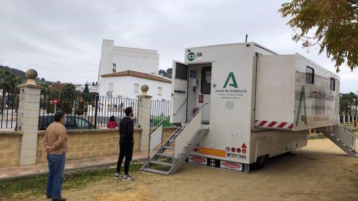 Cádiz registra 107 casos en una jornada donde quedan ocho municipios por encima de los 500 puntos