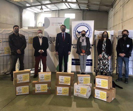 Entrega de alimentos del Grupo Social ONCE al Banco de Alimentos