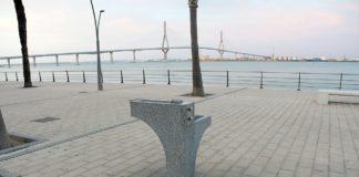 Aguas de Cádiz instala otras seis fuentes de beber del modelo Cádiz
