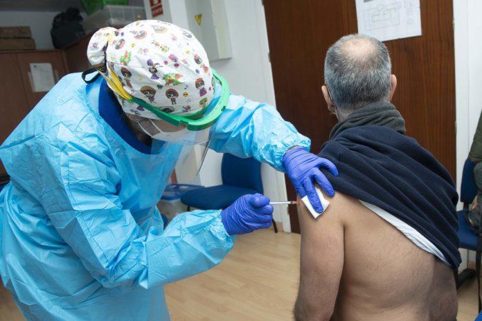 El SAS continúa con la vacunación en Jimena de la Frontera