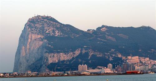 Entra en vigor el nuevo acuerdo fiscal entre España y Reino Unido sobre Gibraltar