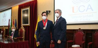 Medalla de la Universidad del Estado de Nueva Orleans al profesor Manuel Rosety Rodríguez
