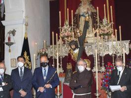 La UCA entrega el bastón de Mando a Jesús Caído