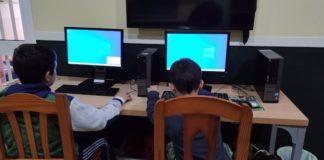 Evos Algeciras dona cinco ordenadores para educación de menores en el Campo de Gibraltar