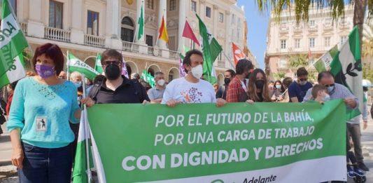 Unas 6.000 personas se manifiestan contra el cierre de la planta de Airbus en Puerto Real