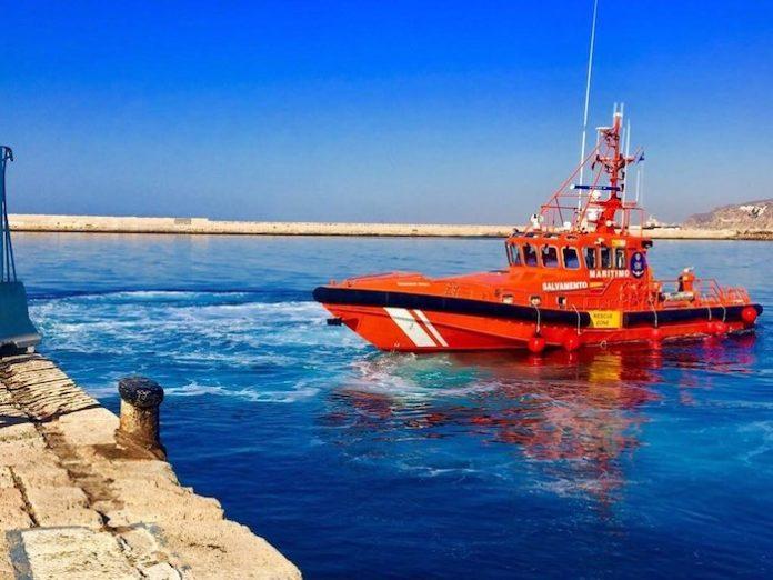 Rescatadas 22 personas en una patera próxima a Trafalgar