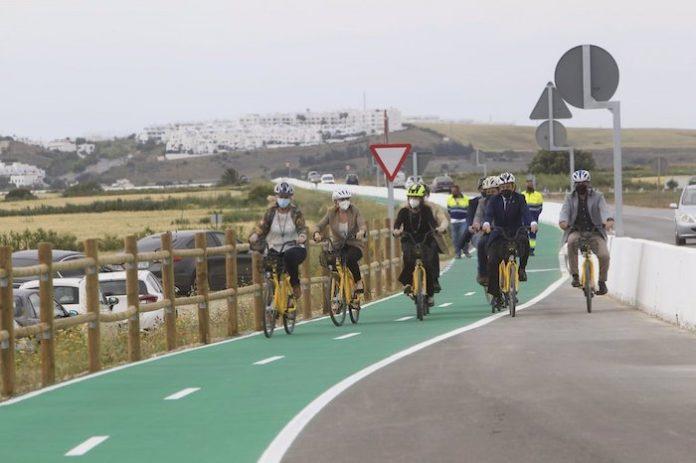Inaugurado más de 12 kilómetros de carril bici entre Conil y Los Caños de Meca