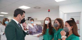 Moreno en su visita al Hospital Puerta del Mar.