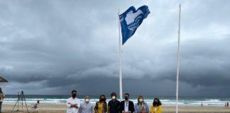 Turismo entrega la Bandera Azul a Zahara de los Atunes