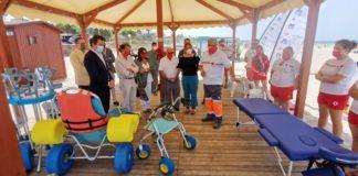 Chiclana amplía el servicio de baño adaptado en la playa de La Barrosa